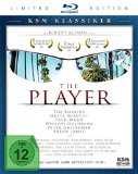 The Player [Limited Edition] [Blu-ray] Der Filmproduzent Griffin Mill (Tim Robbins) steht unter Druck- seine <br />letzten Filme waren Flops, außerdem wird er von einem Unbekannten mit <br />Drohbriefen erpresst. Da GA wicked satirical fable about corporate backstabbing&#8211;and true murder&#8211;in the motion picture enterprise, <i>The Player</i> benefits from director Robert Altman&#8217;s prolonged and bitter experience working in, and with out, the Hollywood studio system. Growing young executive Griffin Mill (Tim Robbins) is tormented by threats from an anonymous writer. The strain and paranoia create right up until Griffin loses manage one evening and semi-accidentally kills screenwriter David Kahane (Vincent D&#8217;Onofrio), who might or may not be the source of the threats. From that point, Griffin&#8217;s existence and occupation start to drop aside. In trying to keep with the ironic spirit of the film itself, Altman&#8217;s scathingly amusing attack on the ethical bankruptcy of Hollywood was embraced by several of the very same folks it was intended to savage, and restored the director to business and crucial favor. Michael Tolkin adapted the screenplay from his personal novel, and the motion picture is studded with cameos by popular faces, numerous of whom look as on their own. The electronic video disc involves a commentary keep track of with Altman and Tolkin, some deleted scenes, a documentary about Altman, and a important to help identify much more than 50 of the picture&#8217;s huge-identify cameos. <i>&#8211;Jim Emerson</i></p> <div class=