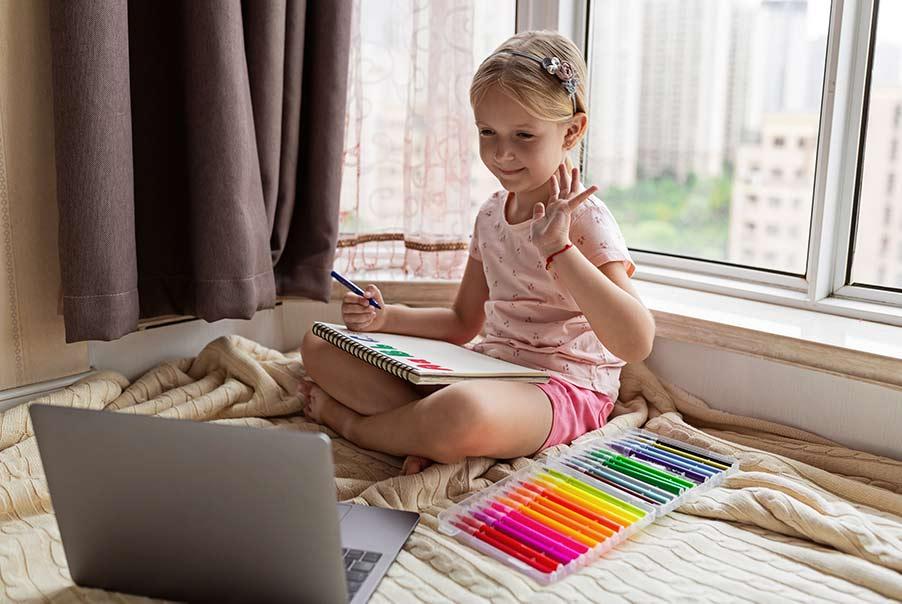 Kinder können Online Sprachen lernen